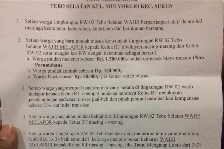 Ketua RW 2 Kelurahan Mulyorejo, Kota Malang, Ashari saat menunjukkan Tatib RW di rumahnya, Kamis (11/7/2019)
