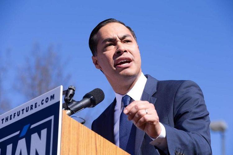 Mantan Menteri Perumahan dan Pengembangan Kota AS, Julian Castro mengumumkan pencalonannya sebagai presiden Amerika Serikat dari Partai Demokrat, Sabtu (12/1/2019) di San Antonio, Texas.