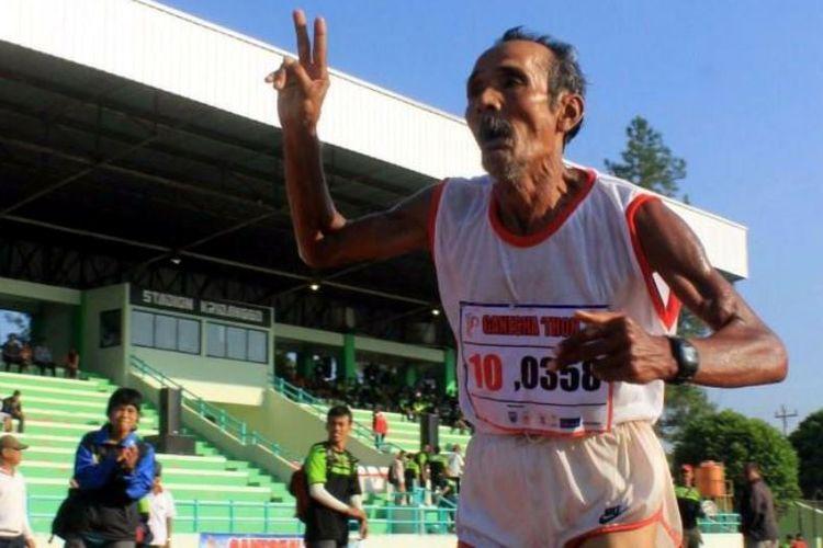 Mbah Dar, Pelari Marathon Asal Salatiga Yang Berumur 82 Tahun - Brondat.com