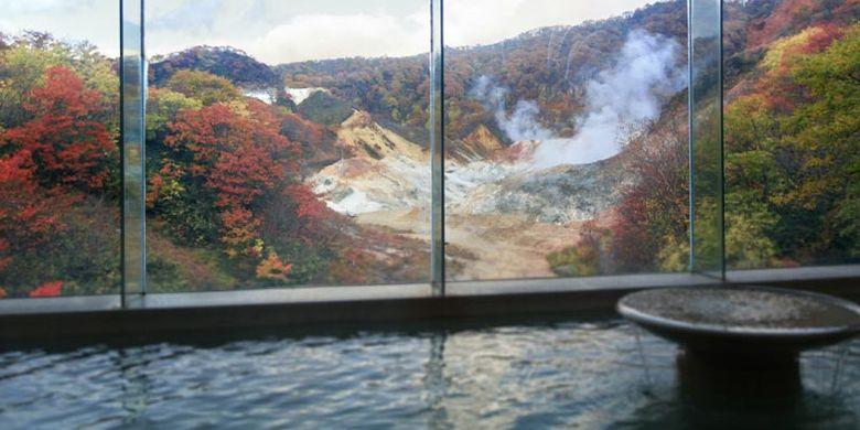 Noboribetsu Onsen merupakan salah satu areal onsen atau pemandian air panas yang sangat terkenal di Hokkaido, Jepang. Pemandian ini memiliki sembilan jenis sumber air panas yang berbeda.