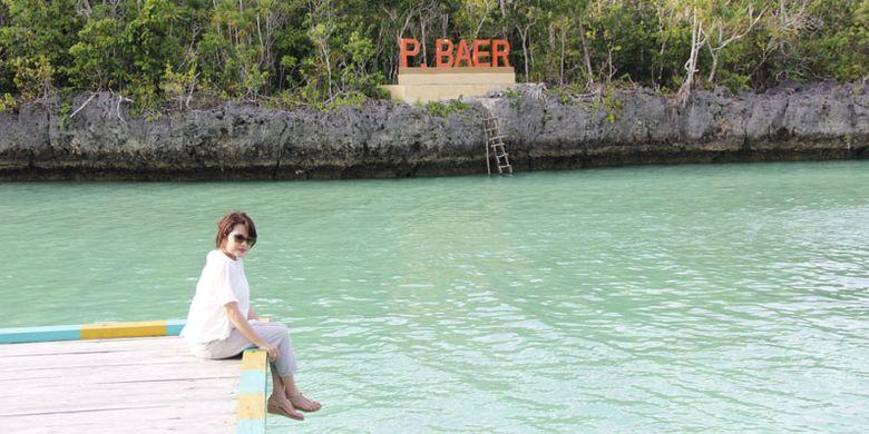 Wisatawan di Pulau Baer yang disebut-sebut sebagai Raja Ampat-nya Kota Tual, Maluku. Foto diambil Sabtu (4/8/2018).