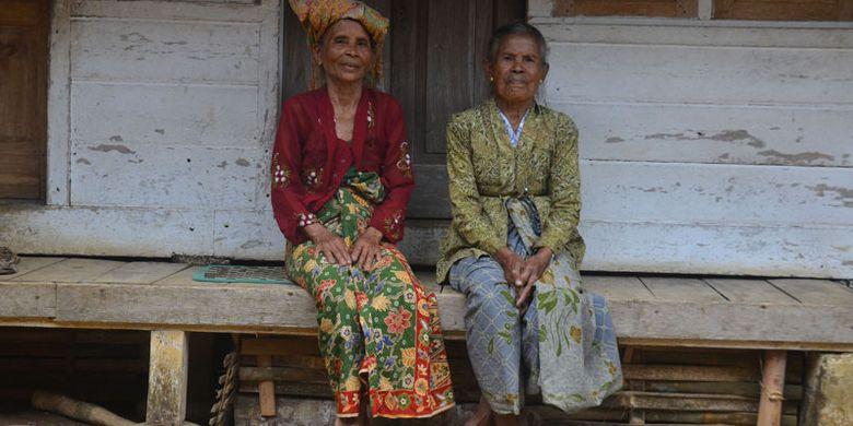 Penduduk Kampung Naga di Desa Neglasari, Kecamatan Salawu, Kabupaten Tasikmalaya, Jawa Barat.