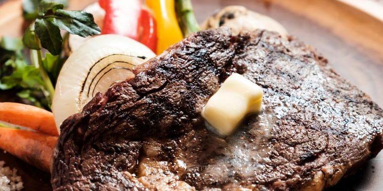 Cheese or Beef, salah satu menu di Cheese Cheers Café, Ebisu, Tokyo, Jepang ini merupakan daging sapi jenis grass-fed beef sedang populer di antara kalangan para pecinta daging di Jepang.