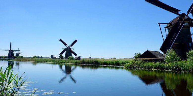 Desa Kinderdijk, desa kincir angin di Belanda.