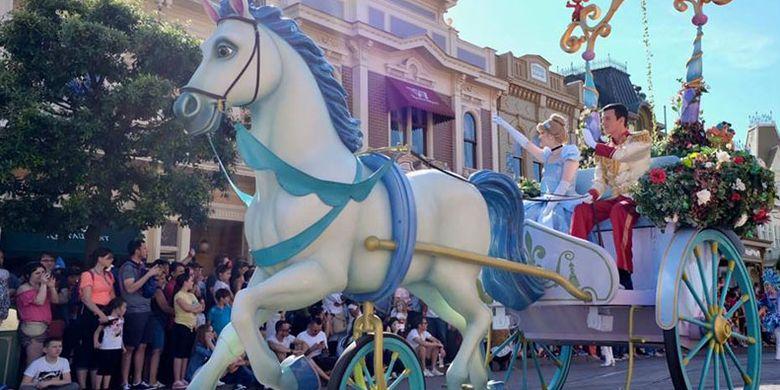Parade kuda di Disneyland Paris.