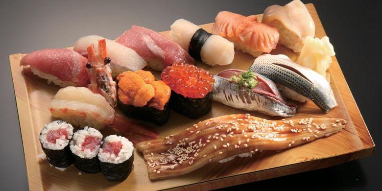 Bentomi. Restoran sushi di Tokyo ini selalu dipenuhi dengan antrian pengunjung karena memiliki menu andalan bernama sakura.