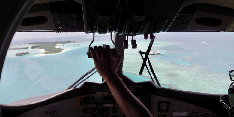 Ruang kokpit pesawat amfibi (seaplane) Maldivian Airline dalam penerbangan menuju Niyama Private Islands di Maladewa.