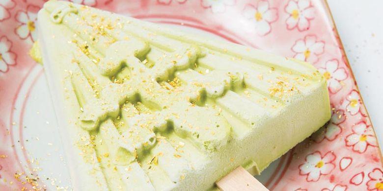 Es krim yang paling populer di Kanazawa Ice Cabang Kanazawa Higashiyama adalah rasa matcha dengan motif pemandangan Yukizuri Kenroku-en di musim dingin.