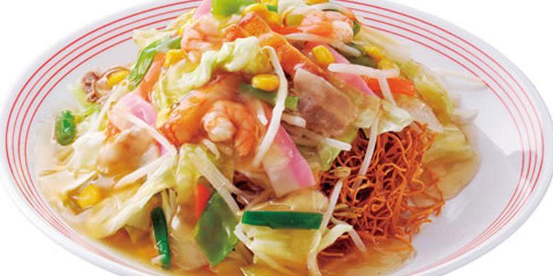 Nagasaki Sara Udon, menu ini adalah dimana mie kering diletak dalam mangkung kemudian disiram dengan kuah sop kental yang berisikan sayuran.