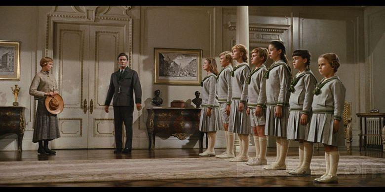 Adegan berbaris dalam film Sound of Music.