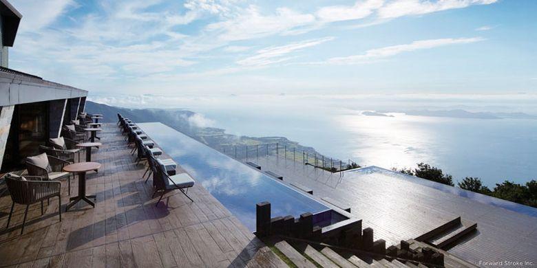 Pengunjung dapat menikmati keindahan Danau Biwa dari Biwako Terrace