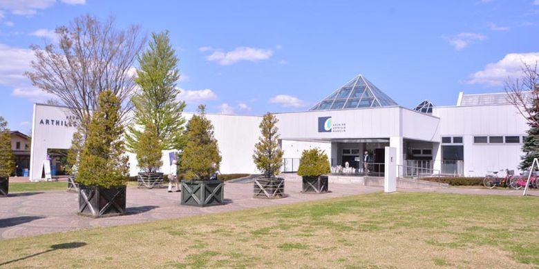Museum Azumino Art Hills di Prefektur Nagano, Jepang. Selain dapat menikmati seni gelas nan cantik, kegiatan populer lainnya adalah membuat gelas sendiri.
