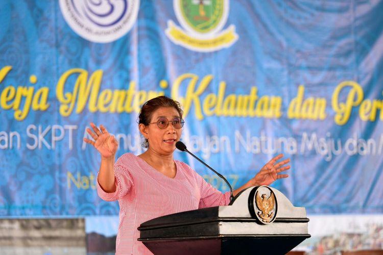 Menteri Susi berbicara di hadapan para nelayan di Natuna