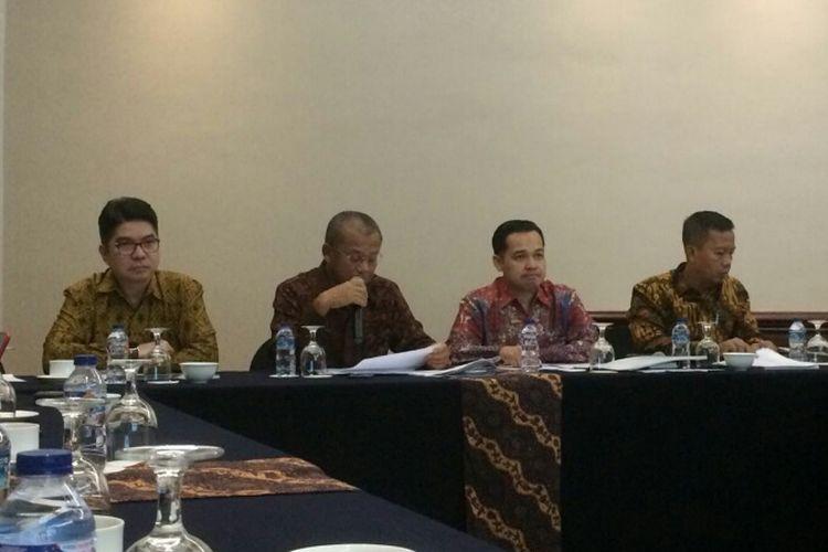 Jajaran direksi PT Bukit Asam Tbk saat jumpa pers di Hotel Ritz-Carlton, Jakarta, Senin (23/7/2018).