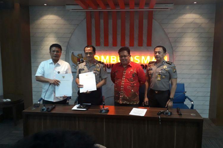Jumpa pers Ombudsman terkait laporan salah satu saksi di kasus penyerangan penyidik KPK Novel Baswedan, di kantor Ombudsman, Jakarta, Selasa (6/2/2018).