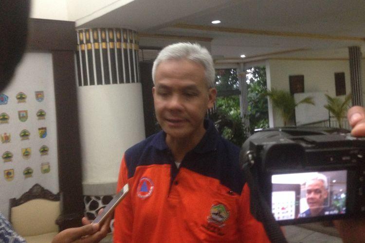 Gubernur Jawa Tengah Ganjar Pranowo berkomentar singkat atas penggeledahan ruang kerja Bupati Jepara, Jateng, Ahmad Marzuki, Selasa (4/12/2018) petang.