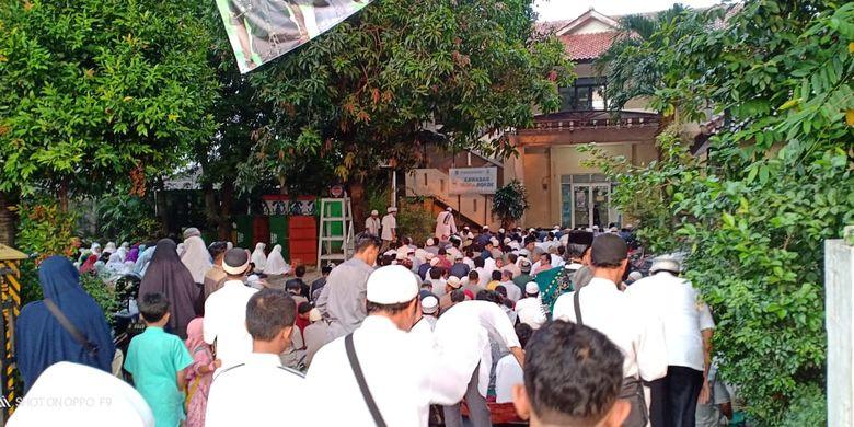 Sholat Idul Fitri di Kelurahan Depok Jaya, Selasa (4/6/2019).