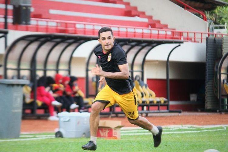 Rubens Raimundo Da Silva dalam latihan Bhayangkara FC di Stadion PTIK, Jakarta, Selasa (5/3/2019).