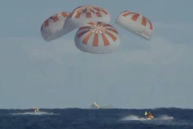 Kapsul astronot komersial, Crew Dragon berhasil mendarat ke Bumi