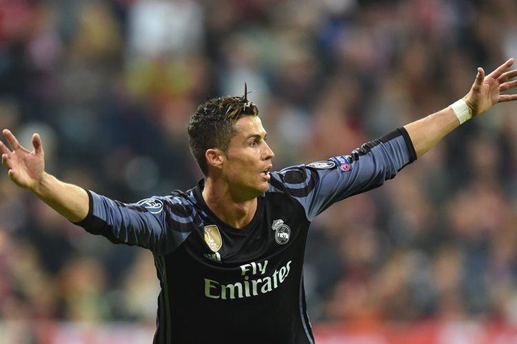 Selebrasi penyerang Real Madrid, Cristiano Ronaldo, setelah membobol gawang Bayern Muenchen, pada pertandingan pertama babak perempat final Liga Champions, 12 April 2017.