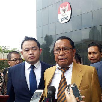 Ketua Tim Hukum DPN Peradi yang menangani perkara Fredrich, Sapriyanto Refa di gedung KPK, Kamis (11/1/2018).