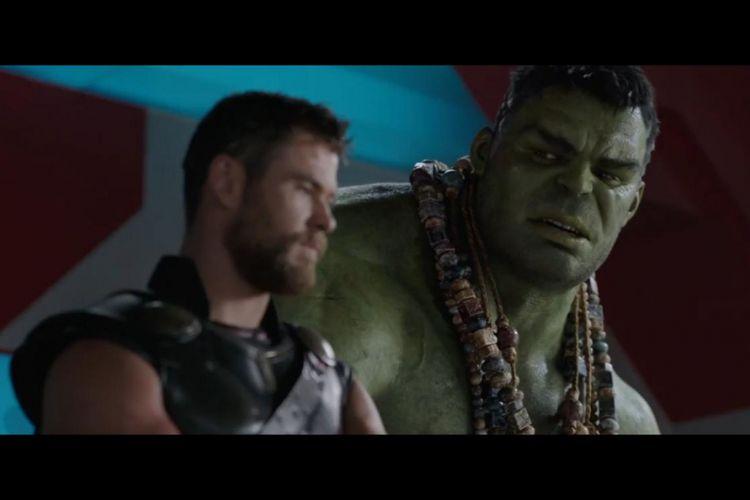 Adegan dalam film Thor: Ragnarok yang menampilkan Thor berbincang dengan Hulk