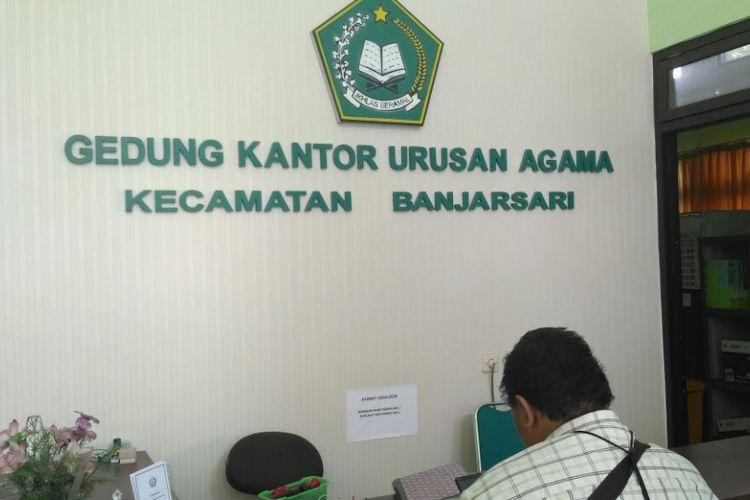Kantor KUA Kelurahan Banjarsari, Solo, Kamis (14/9/2017)