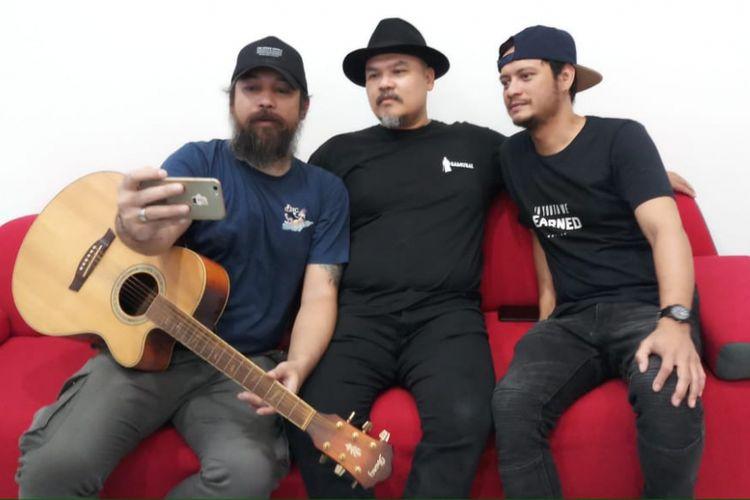 NTRL sebelum tampil dalam acara musik Selebrasi (Selebritas Beraksi) yang ditayangkan secara live streaming di Facebook Kompas.com pada Selasa (10/7/2018) siang.