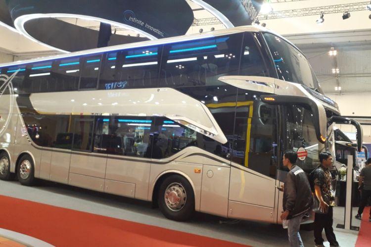 Bus tingkat dengan fasilitas bak pesawat rakitan Laksana yang dipamerkan di GIIAS 2018.