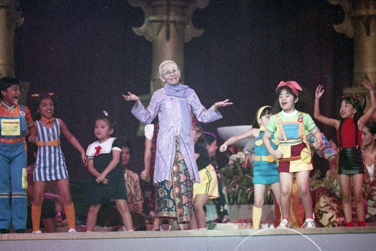 Artis Tangkiwood Laila Sari tampil di Pagelaran Konser 60 Tahun Titiek Puspa dengan judul Citra Karya Titiek Puspa oleh RCTI di JHCC Jakarta, pada 18 November 1991.
