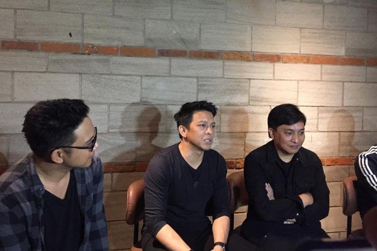 (dari kiri) David dan Ariel NOAH bersama Yovie Widianto di Grand Indonesia, Jakarta Pusat, Kamis (15/8/2019).