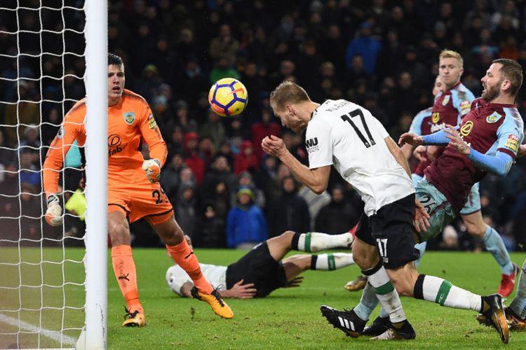 Gol Ragnar Klavan menjadi penentu kemenangan LIverpool atas Burnley pada pertandingan Premier League di Turf Moor, Senin (1/1/2018).