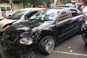 Penampakan Mobil Camry Rusak Diamuk Massa Setelah Tabrak Mercy dan 5 Pengendara Motor