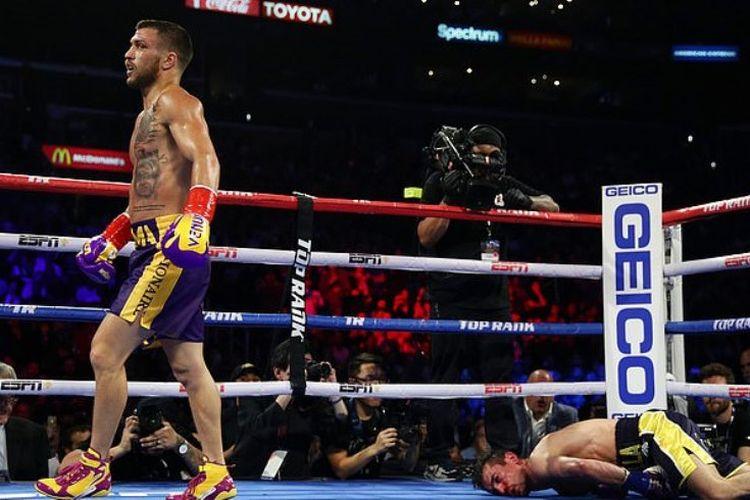 Vasyl Lomachenko setelah memukul KO lawannya, Anthony Crolla di ronde 4 saat keduanya bertemu di Staples Center, Los Angeles, Jumat pekan lalu.