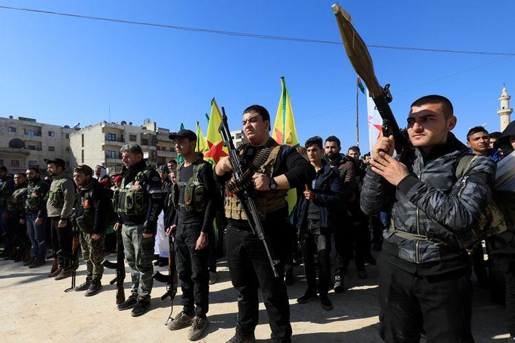 Pemuda Kurdi Suriah ketika menggelar parade militer di Afrin (28/1/2018).