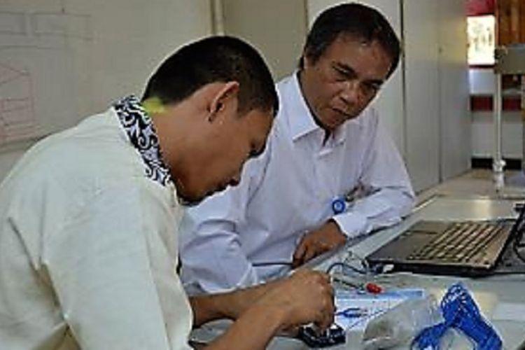 Guru SMK/SMA tengah mengikuti pendidikan dan pelatihan di PPPPTK Bidang Otomotif dan Elektronika di Malang yang diselenggarakan pada 21 Agustus hingga 16 September 2017. Selanjutnya, para guru mesti mengikuti uji kompetensi pada 18-19 September 2017.