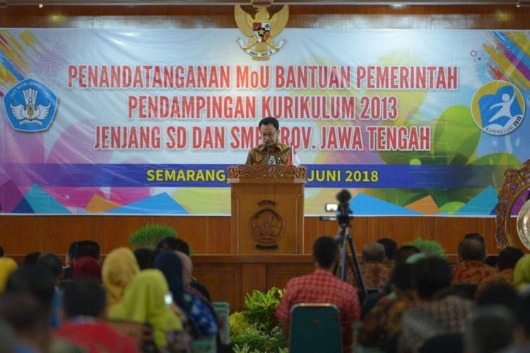 Plt Dirjen Guru dan Tenaga Kependidikan Hamid Muhammad mengatakan seluruh sekolah akan menerapkan Kurikulum 2013 pada tahun ajaran 2018/2019