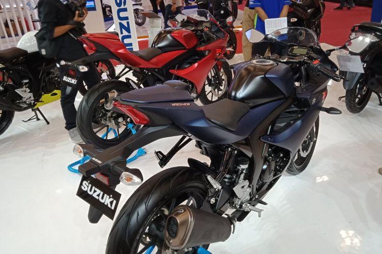 Warna baru SUzuki GSX-R 150 diperlihatkan di lantai pameran Suzuki roda dua di GIIAS 2018