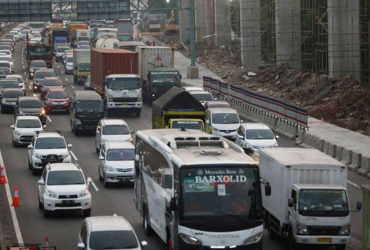 Jakarta- Bandung Capai 5 Jam, Menhub Sebut Jauh dari Level of Service