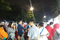Pengunjung Berburu Makanan Murah Hingga Pakaian di Bekasi Night Carnival
