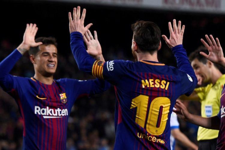 Lionel Messi dan Philippe Coutinho merayakan gol Barcelona ke gawang Leganes pada pertandingan La Liga di Camp Nou, Sabtu (7/4/2018).