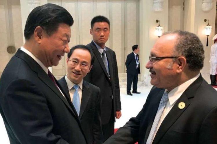 Presiden China Xi Jinping bertemu dengan PM Papua Niugini di KTT APEC Vietnam belum lama ini.