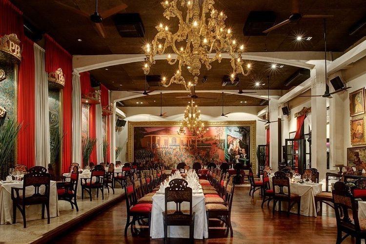 Ruang makan utama di Restoran Tugu Kunstkring Paleis jakarta