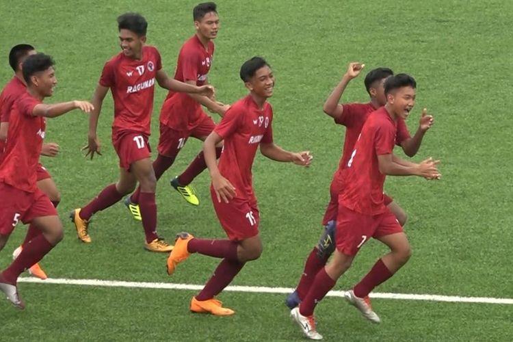 Menghadapi tim Roi-Et Provincial Administrative Organization Sports School, tim asuhan Bambang Warsito itu menang tipis dengan skor 3-2 ketika bermain di lapangan SKO Khon Kaen.