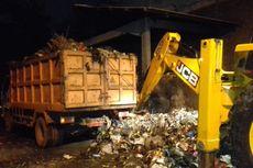 Diprotes Warga, DLHK Karawang Kebut Angkut Sampah Siang dan Malam
