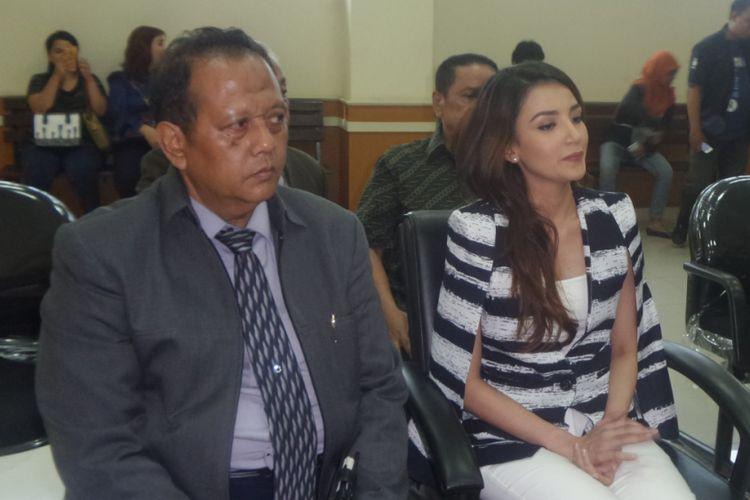 Tsania Marwa menghadiri sidang putusan cerainya dari Atalarik Syah di Pengadilan Agama Cibinong, Bogor, Jawa Barat, Selasa (15/8/2017).
