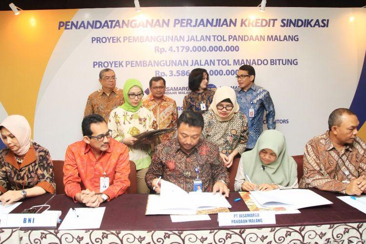 Penandatanganan perjanjian kredit sindikasi untuk dua proyek jalan tol yang digarap PT Jasa Marga (Persero) Tbk, Jumat (13/10/2017).