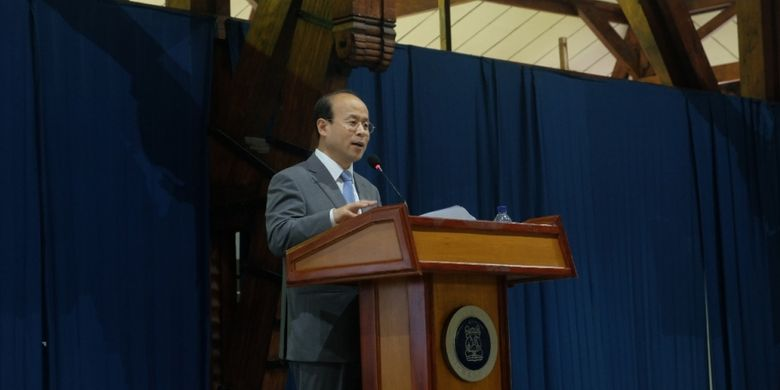 Duta Besar Tiongkok untuk Indonesia H.E. Xiao Qian menyampaikan kuliah umum di Institut Teknologi Bandung pada Jumat (7/11/2018) di Aula Timur ITB, Bandung.