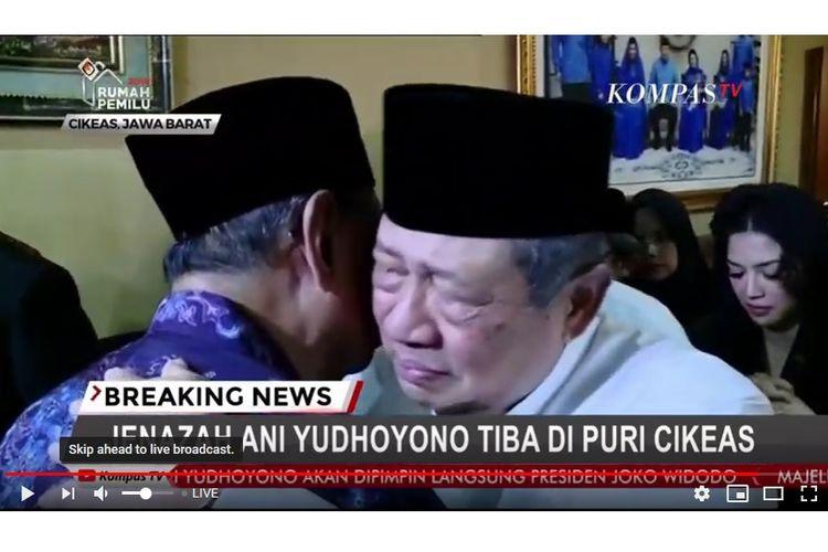 Presiden keenam RI Susilo Bambang Yudhoyono saat menerima ucapan belasungkawa dari kerabat di kediamannya di Puri Cikeas, Bogor, Sabtu (1/6/2019) malam.