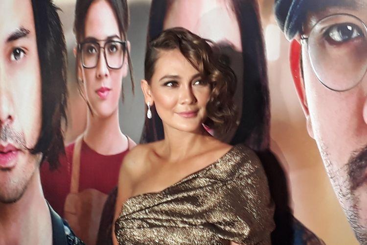 Luna Maya ketika dijumpai wartawan dalam Gala Premiere Filosofi Kopi 2 di Epicentrum Walk XXI, Kuningan, Jakarta Selatan, Kamis (6/7/2017).